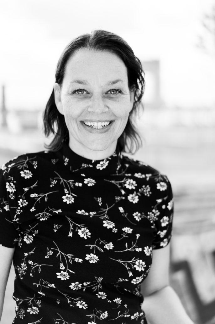 Mijn naam is Linda de Ruiter, hypnotherapeut bij Hypnose World in Capelle aan den IJssel en Amsterdam